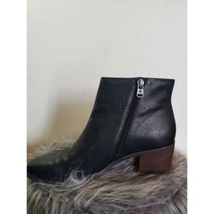 Lucky Brand  womens size 9 Ankle boot